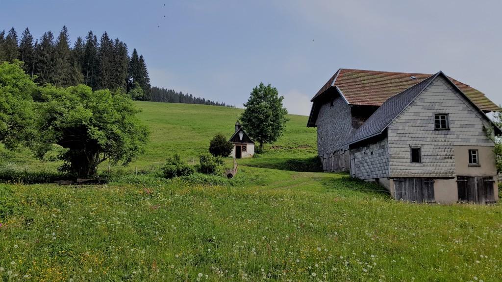 kleine Hofkapelle am Dominikhof, dien zur Teil als Hühnerstall